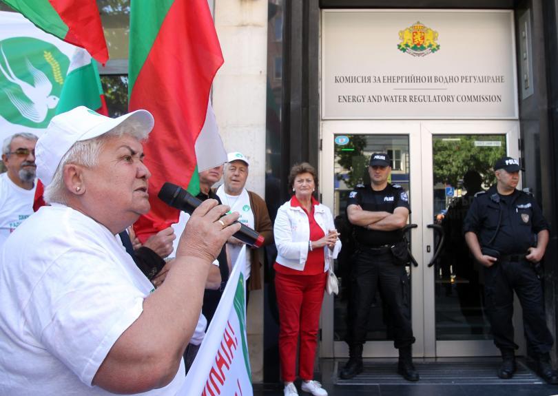 Пред КЕВР беше организиран протест
