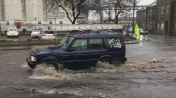 Бурята Киара предизвика наводнения и хаос в транспорта