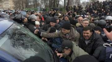 16 ранени в Киев при сблъсък между полицаи и привърженици на Саакашвили