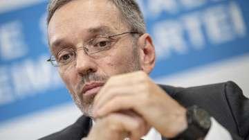 В Австрия всички министри от партията на Кикъл подадоха оставки