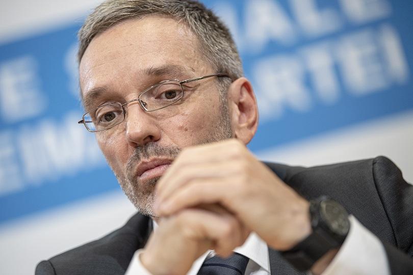 В навечерието на евроизборите Австрия се намира в тежка политическа