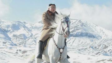 Ким Чен Ун изкачи свещената планина