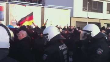 Протести и контрапротести разтърсиха Кьолн заради нападенията над жени
