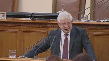 Министрите Маринов и Ананиев отчетоха в НС мерките срещу коронавируса