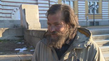 Бездомник без самоличност няма право на дом, бил разменен като бебе