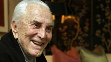 Кърк Дъглас навършва 100 години