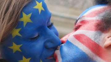 Целувки срещу омразата в кампанията за толерантност и обединена Европа