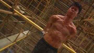 Китаец е най-известният строител заради фитнес уменията си
