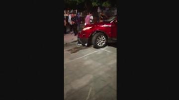 Джип се вряза в хора на площад в Китай, 11 загинаха