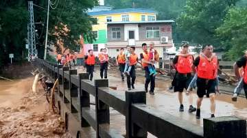 Четирима туристи загинаха при проливен дъжд в Китай