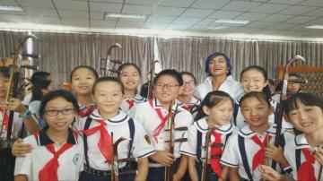На хиляди километри от България: Китайци учат български език и танцуват хора