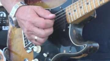 Майстори и начинаещи китаристи се събраха в Бургас