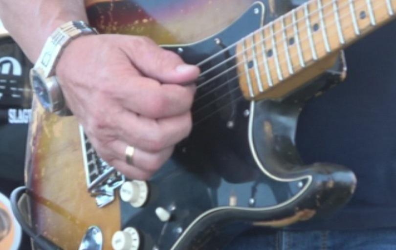 Снимка: Майстори и начинаещи китаристи се събраха в Бургас