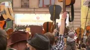 Над 7000 китари изпълниха Хей, Джо на Джими Хендрикс в Полша