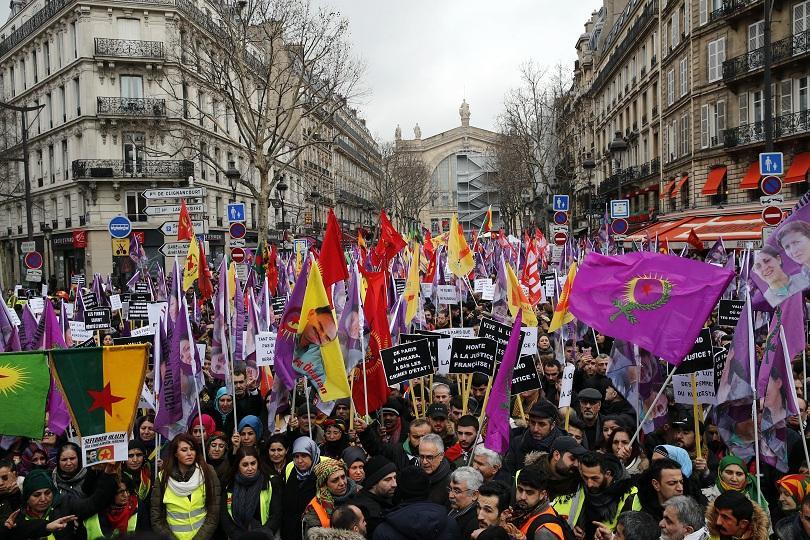 Хиляди кюрди протестираха днес в Париж с искане за правосъдие