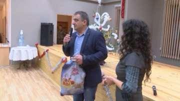 Кметът на Елена награждава бременни служителки