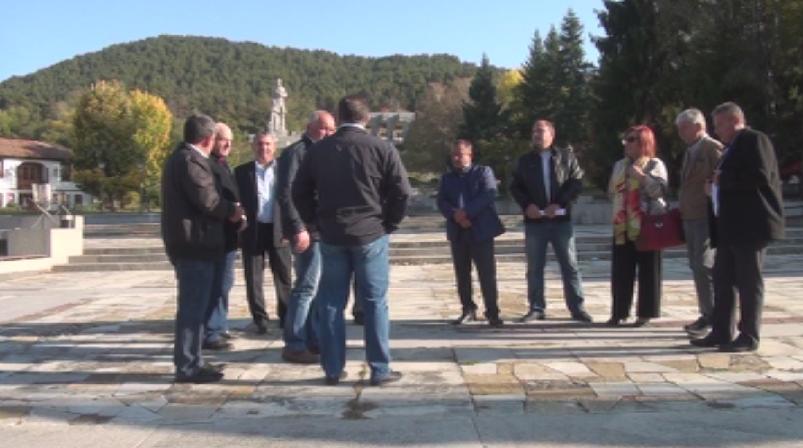 Кметове на малки населени места от страната излязоха на протест