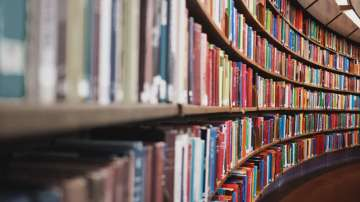 Националната библиотека показа на студенти как се реставрират книги