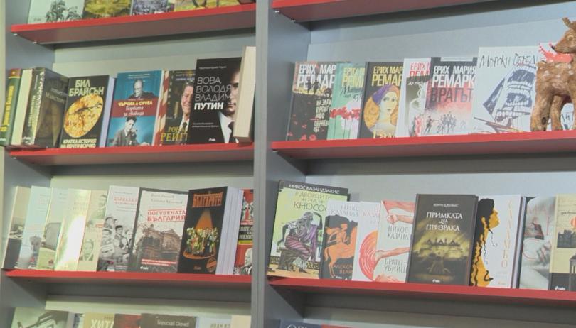 Любими заглавия, нови книги, срещи с автори и издатели, богата