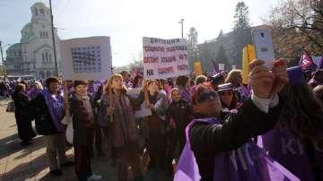 Работници излязоха на протест с искане за по-достойно заплащане (СНИМКИ)