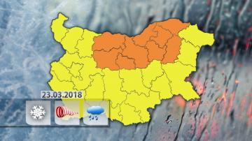 Оранжев код за обилни снеговалежи и вятър е обявен за девет области в страната