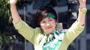 Първата жена губернатор на Токио разтърси политическата сцена преди изборите