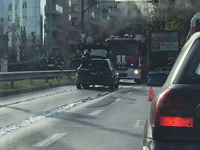 прегряла кола затрудни движението столичен булевард