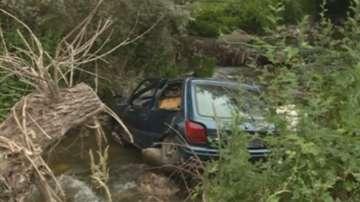 Кола падна в река край Симитли, няма загинали
