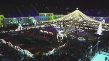 Хиляди се събраха за откриването на коледния базар в румънския град Сибиу