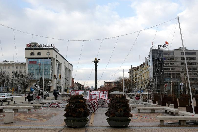 падна коледната украса центъра софия снимки