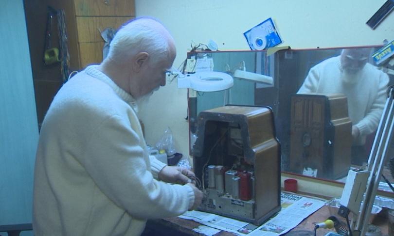 Снимка: Турски колекционер притежава над 200 стари радиоприемници