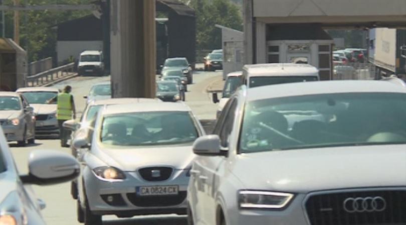 Интензивен трафик през последния почивен ден. Най-натоварено е движението по