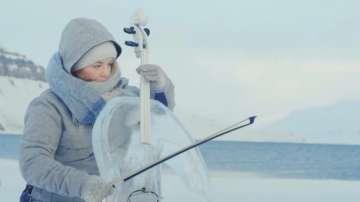Зелена светлина: концерт с музикални инструменти от лед