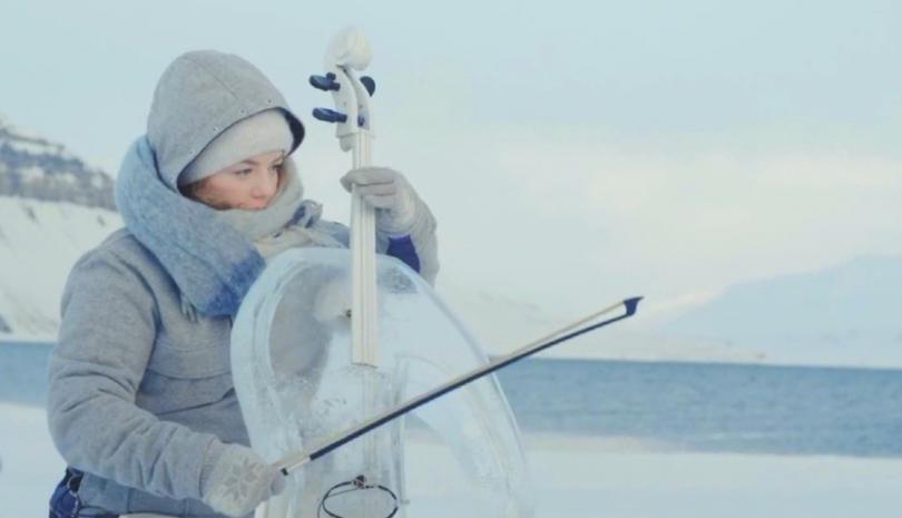 Снимка: Зелена светлина: концерт с музикални инструменти от лед