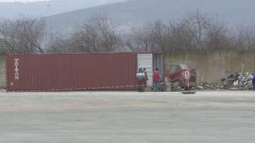 Търсят източника на йонизиращо лъчение в контейнера на пристанището във Варна