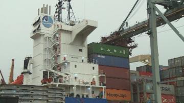 Пристига корабът, който ще изнесе 54 контейнера италиански боклук от Варна