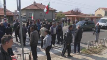 Жители на село Конуш блокираха пътя Хасково-Кърджали