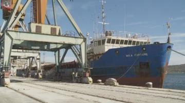 Моряци бедстват на пристанище Варна - Запад