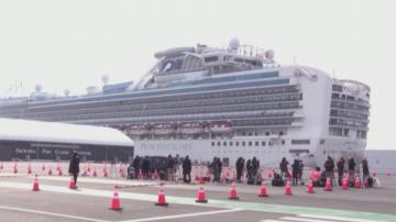 Починаха двама от пасажерите на блокирания заради коронавируса круизен кораб