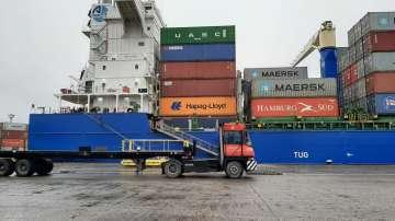 Корабът за реекспорт на италианския боклук все още не е на пристанище Варна