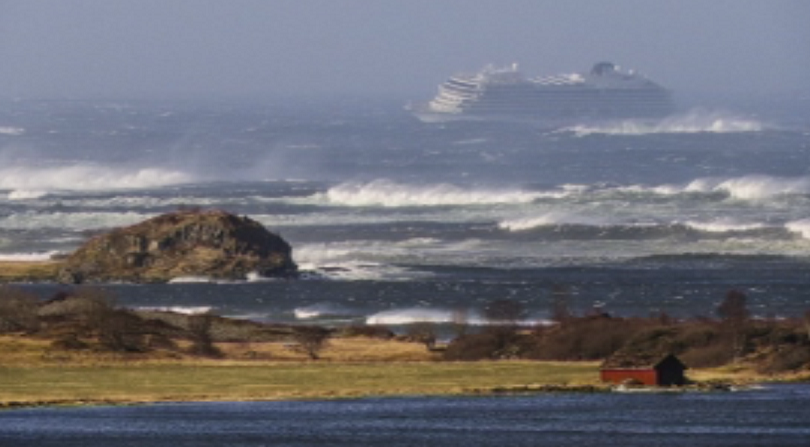 Круизен кораб с 1300 души на борда аварира на 2