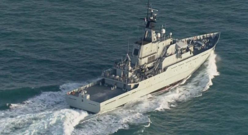 Кораб на британските Кралски военноморски сили патрулира в Ламанша. Това
