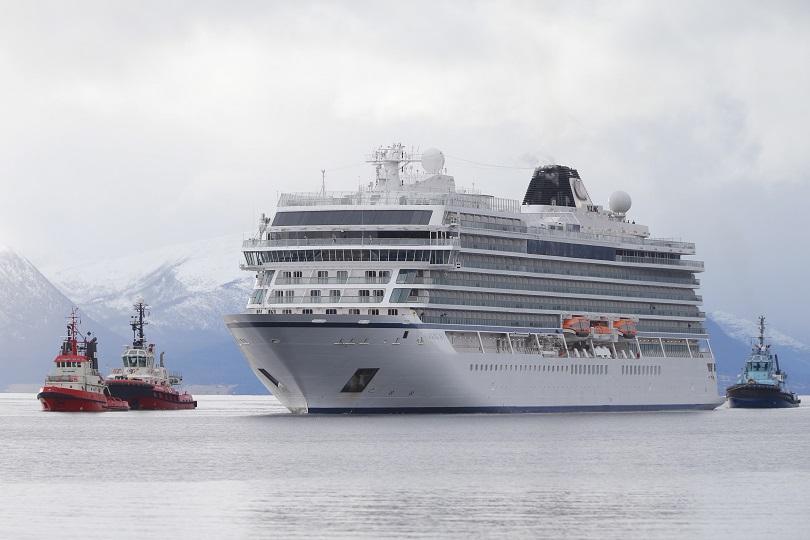 500 пътници бяха спасени при зрелищната спасителна операция край Норвегия.