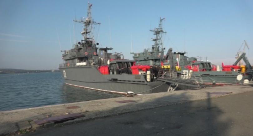 Два бойни кораба отпътуваха днес за участие в задгранични мисии