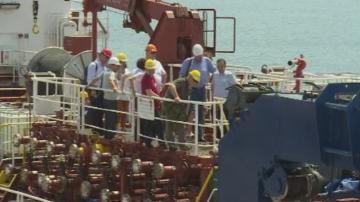 Български и румънски кораби се борят с нефтените разливи в Черно море