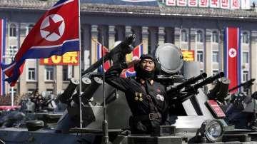 Военният парад в Пхенян премина без ядрена и ракетна бойна техника