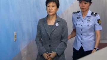 Бившата южнокорейска президентка беше осъдена на 24 години затвор