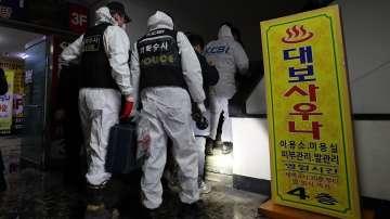 Кола с 28 бутилки газ се вряза в американското посолство в Сеул