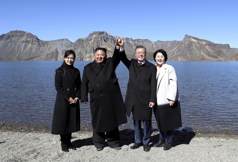 Двете Кореи започнаха днес да отстраняват мините в демилитаризираната зона