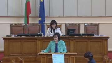 Нинова: С промените в Закона за отбраната се размахва пръст към президента